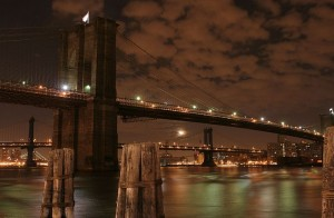 800px-Brooklyn_Bridge_at_Night